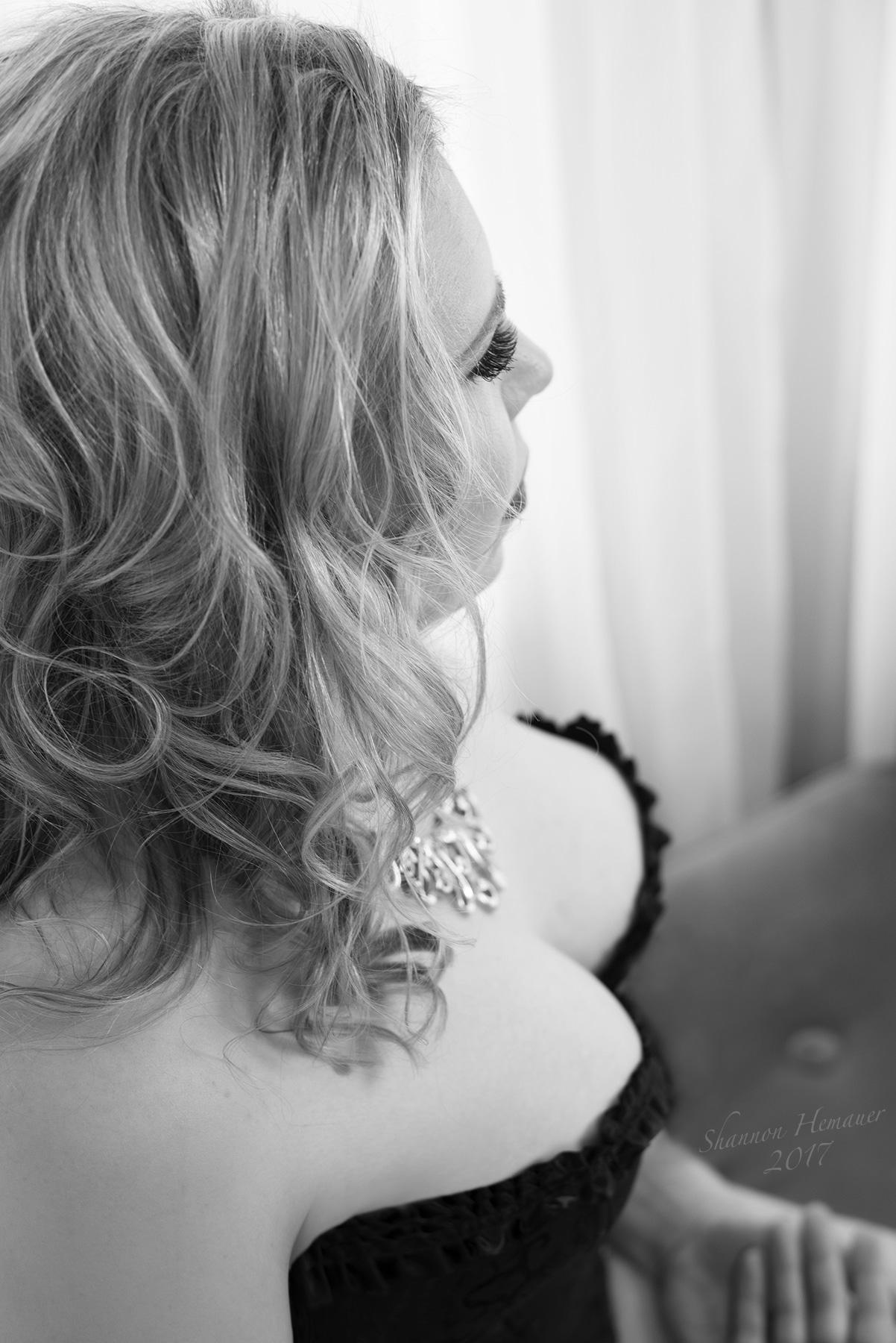 Boudoir and Contemporary Glamour Portrait Photographer Shannon Hemauer Wellsville PA
